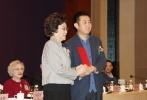3月21日,小说《铁道游击队》版权授权发布会在山东青岛举行,现场知名作家刘真骅女士将小说的电影改编权,授予了和力辰光国际文化传媒(北京)有限公司。著名电影表演艺术家秦怡女士也亲临授权仪式现场,对影片的复拍表示祝贺,同时将担任该片的艺术顾问,为这部经典影片的再创作把好艺术关。