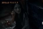 即将于6月5日暑期上映的惊悚电影《异种》,25日发布了全长故事版预告片,观众终于可以一窥影片剧情轮廓,片中女孩面临的凶险邪恶困境也在与预告中一一展现。