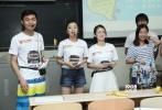 6月3日晚,综艺节目《电影新青年》校园推广活动在中国传媒大学举行,人气参赛选手厉蔺菲、曹磊、陈梦琴来到现场,与大学生们再现了节目中的精彩游戏环节,体现了《电影新青年》节目普及电影知识、倡导青春正能量的主题。《电影新青年》赞助商广汽传祺市场部副部长康兰兰也出席了活动,并为游戏获胜者颁奖。