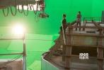 """由《阿甘正传》导演罗伯特·泽米吉斯执导,""""囧瑟夫""""约瑟夫·高登-莱维特领衔主演的3D影片《云中行走》发布了第二款预告片。影片再现了艺术家菲利普·帕特1974年在纽约世贸大楼间架起钢索,实现""""云中行走""""这一传奇故事,影片震撼的3D视觉特效,将为观众呈现前所未有的极致影院体验,其强烈的代入感及冲击力堪称2015年的《地心引力》。"""