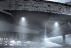 备受关注的《星球大战7:原力觉醒》(以下简称《星战7》)又曝光了新剧照,约翰·波耶加饰演的芬恩和黛西·雷德利所饰的蕾伊以及奥斯卡·伊萨克(扮演波·达默龙)纷纷亮相,新机器人BB-8依然喜欢卖萌,而曾在原系列中出现的礼仪机器人C-3PO的红色机械臂引来不少粉丝关注。