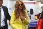 紐約當地時間7月15日,歌手碧昂斯(Beyonce)一身黑色炫酷裝扮,走路過程中頻繁用包包遮擋住肚子,而近期碧昂已經多次被發現有意遮擋肚子,因此被指或已再度懷孕。