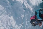 3D电影《绝命海拔》,将于11月3日以2D、3D、IMAX 3D和中国巨幕全制式在中国大陆上映。近日,该片发布终极预告,展现了登山队员克服重重困难登顶珠峰的精彩过程。预告片不仅描绘了各位主演之间的细腻情感,更用逼真的好莱坞视觉特效多方面展示了雪崩、风暴等绝命考验。