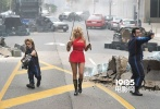 """即将于9月15日上映的好莱坞爆笑科幻喜剧《像素大战》曝光了""""女侠莉莎""""特辑。曾在大热美剧《美少女的谎言》中有过精彩表现的性感女星艾什利·本森火辣出场。特辑中,导演克里斯·哥伦布和演员乔什·盖得一起,为众多""""游戏宅男""""揭开女侠莉莎的""""神秘面纱""""。"""
