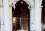 意大利当地时间9月11日下午,经过了两天国内外媒体的密集采访,《老炮儿》剧组主创在结束工作后,到威尼斯享受难得的休闲时光。冯小刚、刘桦、尚语贤在威尼斯广场喝起咖啡闲聊拍摄趣事,大概由于前两天媒体看片反响大好,大家看起来心情非常轻松悠闲。