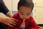 日前,已经全面复工的爱戴,首次晒出两组刚满五个月大的儿子近距离照片。两组照片中呈现出不同感觉的萌态,母子同框难掩幸福甜蜜。