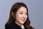 韩国职场喜剧《假装热情》目前正在韩国热映,郑基勋导演携郑在泳、朴宝英、陈庆等主演们于12月5日下午亮相京畿道富川乐天电影院,和观众面对面交流。特别是朴宝英可爱的微笑引起了现场观众的尖叫欢呼。