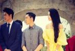 近日,最新公路喜剧电影《梦寻巴厘岛》在巴厘岛库塔举行开机仪式,人气艺人潘霜霜、姜志焕、王智等随导演以及众主创现身。开机仪式上,潘霜霜身着米黄色抹胸长裙靓丽出席,小秀香肩,尽显妩媚。