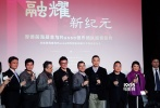 """三周前,《美国队长3》曝光的首款预告片在全球影迷当中掀起巨大波澜。12月14日,该片导演卢素兄弟(安东尼·卢素、乔·卢素)来到中国北京,宣布他们将与厚德前海基金管理有限公司正式签约,并同时和影联传媒达成战略合作。签约仪式后,安东尼·卢素与1905电影网进行了对话,就《美国队长3》预告中曝光的""""内战""""细节为我们进行了解读。"""