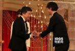 当地时间3月4日晚,第39届日本电影学院奖(日本奥斯卡)在东京举行了颁奖仪式,最佳影片由是枝裕和改编自吉田秋生的同名漫画《海街日记》获得,此前该片在整个提名中拿到12项提名,当晚该片也获得了最佳导演、最佳摄影、最佳照明奖。