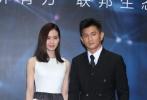 2016年03月28日北京,吴奇隆、刘诗诗婚后首次亮相某商业活动。两人在现场一直把手牵在一起,大方秀恩爱,分外甜蜜,羡煞现场一众嘉宾媒体。