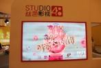 """由滕华涛监制、林妍执导的《那时,可爱的她们》,近日正式发布了首张概念海报。该海报大走古灵精怪风,夸张逗趣的动画形象配合鲜艳清亮的色彩,另类调皮的""""可爱""""青春气息呼之欲出,也令人好奇将主演该片的SNH48偶像团队成员会有多大演艺形象突破?"""
