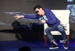 """由郭富城、梁家辉、周润发等主演的《寒战2》正在热映中,影片自7月8日公映以来蝉联单日票房冠军,累计票房突破4亿,并超越《风暴》(3.14亿)成为最卖座香港警匪片。7月14日,影片导演陆剑青、梁乐民,主演梁家辉、文咏珊、张国柱、周笔畅再度在京聚首,举办了一场""""恳谈会""""。"""