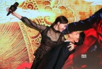 """7月18日,电影《大话西游3》在京举行发布会,导演刘镇伟携男女主角韩庚、唐嫣出席。现场,片方宣布该片将由8月19日改档至9月15日中秋节上映。作为20年经典IP的延续,《大话西游3》承载了许多影迷的期待。导演刘镇伟表示:""""周星驰不可替代,但韩庚可以挑战(他的经典角色)。"""""""
