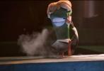 """华纳兄弟电影公司今日正式宣布,由华纳兄弟电影公司和华纳动画集团出品的爆笑合家欢冒险动画《逗鸟外传:萌宝满天飞》,正式定档9月23日,以3D制式登陆中国。作为华纳动画集团开发的一个完全的原创故事,这部影片讲述了一个崭新而有趣的逗鸟寓言。""""快递员""""逗鸟护送萌宝回家的爆笑故事,将在今秋带领全年龄段观众开启一段令人捧腹、妙趣横生的冒险之旅。"""
