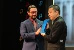 """10月20日,在第18届孟买国际电影节开幕式上,中国导演贾樟柯被授予本届电影节""""杰出艺术成就奖""""。"""