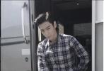 """BIGBANG成员崔胜铉T.O.P与张柏芝领衔主演,汇聚中、德、美、韩四国顶级幕后制作团队的动作电影《失控•幽灵飞车》目前正在紧张的后期制作当中。该片自今年上海电影节展露冰山一角后,《失控》实景爆破、豪车相撞等""""奢华""""实拍手法一直备受各方关注。恰逢T.O.P生日之际,片方也特别曝光了T.O.P单人海报与""""国际特警的炼成""""特辑,一睹T.O.P前所未有的绝境挑战。"""