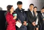 《外公芳龄38》在北京万达影城举办超前首映活动,主演佟大为连跑11个影厅,与首批观众见面交流。