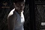 """《少年》12月16日全国公映,发布推广曲MV《凶猛》。特邀当红HIPHOP乐团""""红花会""""创作并演唱,酷拽曲风、个性演唱配上血性歌词,一个与社会格格不入、特立独行的复仇少年呼之欲出。鲜血、冲撞、枪战、厮打、情欲、爆炸……一个个触目惊心的重口味画面充满视觉刺激与心灵冲击,歌词句句戳中要害,一面把电影里惊险的故事一曲道破,一面将病态社会批判到体无完肤。"""