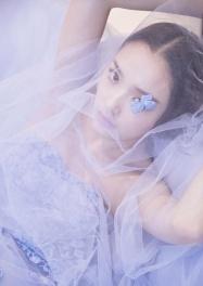 仙气十足!林允写真美图曝光身着淡紫纱裙小露香肩