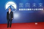 """4月19日,美国派拉蒙影片公司""""面向未来""""分享会于第七届北京国际电影节期间举办。当天,刚刚就职的美国派拉蒙影片公司主席及首席执行官Jim Gianopulos首次以新任掌门人的身份亮相,美国派拉蒙影片公司全球市场营销及发行总裁Megan Colligan也出席了活动。"""