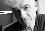 """当地时间5月26日,第70届戛纳国际电影节的官方奖项""""ExcelLens摄影成就奖""""颁奖典礼在电影宫布努埃尔厅(Buñuel Theater)举行,已公布的2017年第五届获奖者——传奇摄影师杜可风(Christopher Doyle)出席并领奖。"""