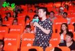 """即将于7月7日暑期档青春上映的电影《秘果》,于7月3日在北京举行了盛大的全国首映礼。原著/编剧饶雪漫,导演连奕琦与陈飞宇、欧阳娜娜、邹元清、张诚航等主演悉数到场。姚晨、霍思燕、齐秦、朱时茂、柳岩等知名人士出席观影并盛赞影片""""cp感十足""""""""17岁单纯而真实的表演让人感动""""。作为《左耳》的番外篇,这部描述一对青梅竹马17岁动人故事的青春力作《秘果》受关注程度不言而喻。"""