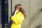 徐浩峰新片《刀背藏身》入围蒙特利尔国际电影节主竞赛单元,近日,徐浩峰携春夏、耿乐、张傲月等几位主演出席蒙特利尔全球首映。发布会上,春夏身着小黑裙,低调而精致。戏外,她还在蒙特利尔拍摄了一组时尚大片:一袭黄裙的春夏宛若花丛翩翩飞舞的蝴蝶,文艺中不失俏皮;或抿嘴浅笑,或若有所思,表情也十分丰富可爱。