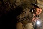 曾经在《夺宝奇兵4》里扮演了印第安纳·琼斯博士儿子的希亚·拉博夫。是影片中最为抢眼的人物。但是这个角色却并不会回归到《夺宝奇兵5》之中。据外媒报答,影片的编剧大卫·凯普对外界确认,在他所创作的剧本里,并没有希亚·拉博夫的角色,所以这个角色是被完全剔除出剧本了。