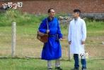 10月11日,电影《你若安好》曝光了医者仁心版花絮,直击拍摄现场,表白医务工作者,道出从医真谛。