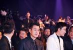 """12月8日晚,由国内顶尖男性时尚杂志《芭莎男士》主办的2017巅峰人物年度盛典在北京798艺术区举行,正在上海市郊拍摄谍战剧的佟大为,专程从剧组赶到现场出席活动,获颁""""年度吸引力明星""""荣誉。"""