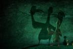 """小黄鸭大电影《妈妈咪鸭》自3月9日公映以来,口碑持续飘红,成为众多家庭周末观影的首选。今日影片曝光一支幕后制作特辑,小黄鸭的""""亲生父母""""——原力动画的众位动画人出镜,回顾了与黄淘淘共处这笑泪并存的五年时光。这部凝聚500余位中国动画人心血的动画电影,也被业内看好有望凭优质口碑持续走出长线。"""
