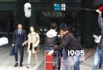 近日,有网友在深圳街头偶遇王晓晨韩庚街头热聊,并附上了有图有真相的照片。