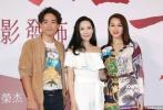 2018年是香港艺人梅艳芳逝世15周年,香港歌迷组织拍摄了纪念电影《朝花夕拾·芳华绝代-拾芳》(以下简称《拾芳》)。主创胡杏儿、林德信、郭羡妮、江欣燕等出席了发布会。