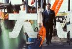 """由五百执导的犯罪动作电影《""""大""""人物》将于2019年1月11日上映。近日,影片发布""""是个人物""""版系列角色海报,全阵容首度曝光。领衔主演王千源、包贝尔,主演王迅、王砚辉、屈菁菁、周游、韩烨洲、盖玥希,特别演出刘敏涛,友情演出梅婷,特别客串乔振宇、潘粤明惊喜亮相。整组海报公布了12位主创的角色信息,正反阵营强势集结,似乎正在摩拳擦掌准备大干一场,复杂的人物关系初见端倪。"""