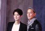 1月21日,鹿晗和吴彦祖两男神同台出席活动,引爆现场。