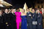 2月27日,漫威开年之作《惊奇队长》在伦敦举行了欧洲首映礼,主创团队均有出席。安娜·波顿和瑞安·弗雷克两位导演亲密合照,饰演神盾局局长的塞缪尔·杰克逊身着格纹西装,十分精神。而出演星际战队指挥官的裘德·洛则一身黑白配休闲装束,笑容灿烂。