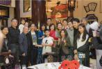 近日,由胡军等人主演的话剧《哈姆雷特》于香港开演。3月10日,胡军通过微博分享了一组在香港出席橘子庆功宴派对时,与好友们的合照。
