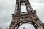 周杰伦骑滑板车游巴黎:我是不是该再写首歌呢