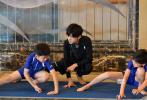 """由易烊千玺担任出演的综艺节目《大冰小将》将于本周六播出第十期。上期节目中,为了响应""""北冰南展""""的号召,易烊千玺带领小将们前往香港进行了体育交流和文化体验。"""