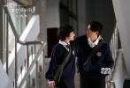 """年度最催泪爱情电影《比悲伤更悲伤的故事》已于白色情人节当天上映,3月15日发布一支""""低估爱情版""""预告。这部拿下2018年中国台湾华语片票房冠军的电影,同样征服了内地的观众,成为同档期话题度最高的爱情电影。"""