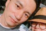 5月4日晚,杨丞琳巡回演唱会在澳门开唱,安以轩挺孕肚与老公的陪伴下到场观看演出。路透照中,怀有7个月身孕的安以轩身穿黑色长裙,头戴草编小礼帽,素颜现身演唱会现场,看起来气色不错。
