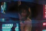 由李少红导演,严歌苓同名小说改编,白百何、黄觉、吴刚领衔主演的电影《妈阁是座城》将于6月14日上映。片方日前发布了一组时尚芭莎大片,迷离霓虹灯晕染出澳门的纸醉金迷,导演李少红、白百何、黄觉三人在五光十色的街巷之中流连,绮丽迷情,蠢蠢欲动。