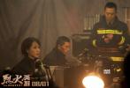 """6月19日,电影《烈火英雄》在博纳影业""""中国骄傲三部曲""""新闻发布会上亮相,发布会上片方重磅发布了一支幕后揭秘特辑,同时曝光的还有7张影片角色的剧照。影片根据鲍尔吉·原野的长篇报告文学《最深的水是泪水》改编,讲述了消防员以生命维护国家及人民财产安全的故事。"""