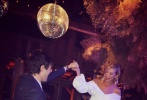 """据外媒报道,当地时间6月22、23日,维密超模""""小KK""""卡莉·克劳斯和老公约书亚·库什纳在美国怀俄明州举行了第二场婚礼。"""