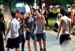 近日,有媒体曝光了一组此前周杰伦、罗志祥、刘耕宏打篮球的照片,昆凌、周扬青也一同现身。