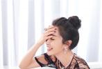 """6月27日,李冰冰为知名品牌高级珠宝系列拍摄的时尚大片出炉。大片中,李冰冰化身""""玫瑰美人""""。"""