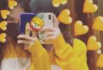 近日,李嫣在获得老爸李亚鹏的同意后,频繁活跃在社交网络分享自己的日常。