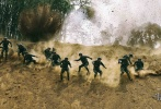 近日,由杨洋主演的军旅题材电视剧《特战荣耀》首曝剧照。剧中杨洋将饰演特战队员燕破岳冲锋陷阵,展现新时代军人英姿。