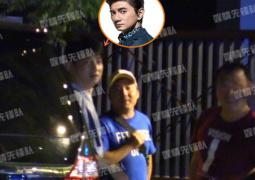 """吴奇隆北京与友人聚餐 新晋奶爸一脸""""幸福肥"""""""